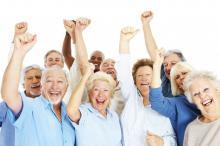 Des seniors heureux de pouvoir reprendre une activité professionnelle.